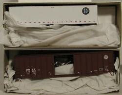 2 New Ho Scale Accurail Bnsf Kits - 5617 Boxcar And 9915 Highway Trailer