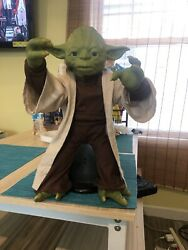 Battery Powered Yoda Sensor Talks And Moves This Is One Of A Kind 😊