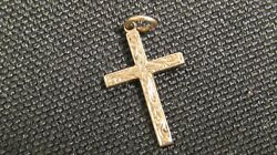 Vintage 10k Gold Cross Pendant With Engraving Scroll Work On Front. Very Nice