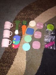 Vtg Tupperware Key Chains Keychains And Refrigerator Magnets, Lot Of 15