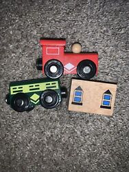 Vintage Magnetic Wooden Trains Lot Green Red With House Prop Lot Of 3 Toys R Us