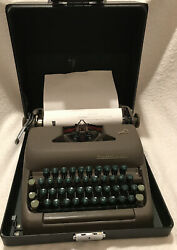 1950s Smith Corona Clipper Typewriter With Case Ribbon And Key. Works Beautifully.