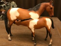 Breyer Vintage SPECIAL RUN Pinto Mare and Sucking Foal set