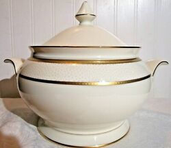 Ivory Flair By Mikasa 2 Qt Covered Casserole Dish Lot Em