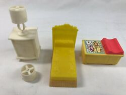 Vintage Lot Plastic Dollhouse Furniture Doll House Mpc F.p.toys Lamps Bed Chest