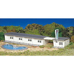 Bachmann 45214 Plasticville Classic Kit - Motel W/swimming Pool Ho Scale