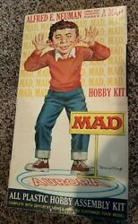 1965 Mad Magazine Alfred E. Neuman Model Kit Complete In Box By Aurora