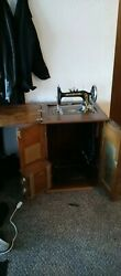 1906 New Home Cabinet Parlor Sewing Machine Fully Functional Needles And Bobbins