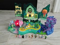 Turner Entertainment Polly Pocket Wizard Of Oz Emerald City Playset W/ 9 Figures