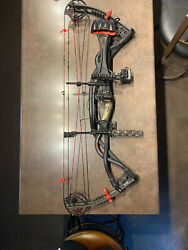 Hoyt Carbon Matrix - Right Handed -29 Inch Draw -60lb Pull Back -75 Lo