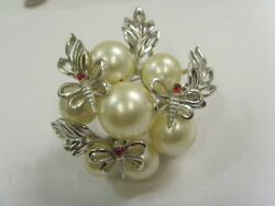 Crown Trifari C 1950s bold statement pearls cluster butterflies brooch 50091