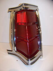 1969 Chrysler Town And Country Rh Taillight Oem 2930316