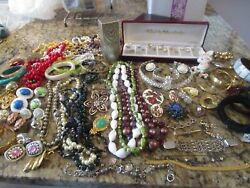 Lot 500 Mixed Vintage Costume PlasticWood Jewelry Bead NecklacesBraceletsMore