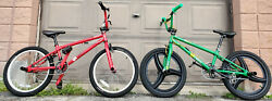 Lot Of 2 Red And Green 2004 Gt Bikes Zone And Air Mid New School 20 Old Bmx Bicycle