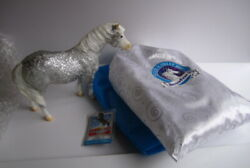 Breyer Breyerfest 2014 Time to Party amp; white Bag amp; magnet silver filigree Misty