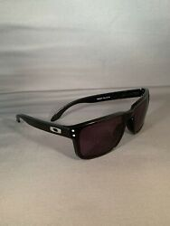 Used Authentic Oakley Holbrook Mens Sunglasses Black w Silver $44.99