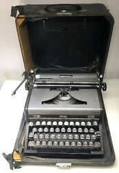 Vintage 1940and039s Royal Quiet De Luxe Typewriter W/ Case