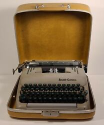 1958 Smith Corona Silent-super 5t Typewriter W/case And Key Working Condition