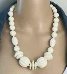 Off White 60and039s Vintage Plastic Necklace 23