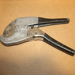 Klein Tools 50500 Ratcheting Pvc Pipe Cutter Pliers 1/2 - 1-1/4 Both Grips