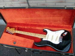 High-class Electric Guitar Vintage Fender Usa 1979 Strato With Hard Case