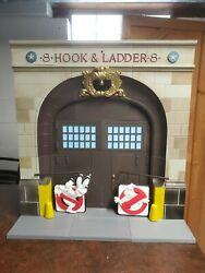 Diamond Select Ghostbusters Firehouse Diorama Complete Huge