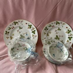 Wedgwood Wild Strawberry Ticup Saucer Plate Set