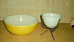 Unusual Pyrex Chip And Dip Set In Yellow And White 4 Qt And 1 1/2pt Usa