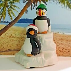 House Of Lloyd Salt And Pepper Shakers Of Penguins W/santa Hats On Ice Shaped Base
