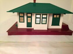 Vintage 132 Lionel Illuminated Passenger Station With Auto Train Control Clean