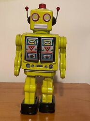 12 Battery Operated Metal Robot Electron   Collectible Toy