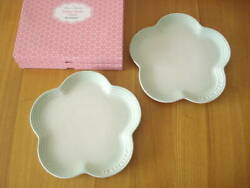 New Le Creuset Flower Plate 23cm 2 Sheets Set Color Ice Green With Box