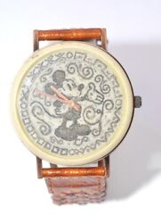 W550- Vintage Carved Mickey Mouse Leather Band Collectible Watch.hard To Find Pc