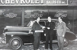 Chevrolet 4 Door In Front Of Dealership 12 X 18 Black And White Picture What Year