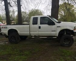 White 2002 F250 7.3 Diesel 4x4 With 8 Lift For Parts Or Repair