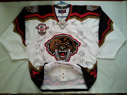 Rare Nwt Sp Pro Wchl Tacoma Sabercats Team Signed Authentic Hockey Jersey Size52