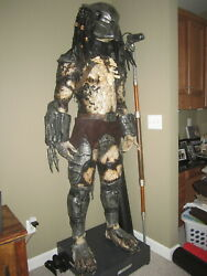 Life size (1:1) PREDATOR STATUE - CosPlay costume fitted on Large Mannequin base