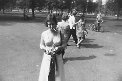Garry Winogrand Women Are Beautiful C. 1970 / Silver Print / Signed / Gw02