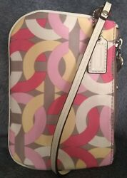 Authentic Coach🌟Rare🌟! Chain Link Op Art IvoryPinkCoralYellowGray Wristlet $24.00
