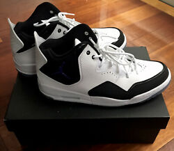 New With Box Men's Size 11 White And Black Jordans With White Shoelaces