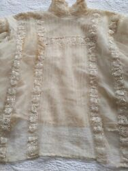 ANTIQUE LADIES BLOUSE; Ivory lace overall; lined; Circa 1900; long sleeved $37.50