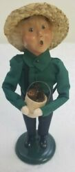 Byers Choice Carolers 2002 Exclusive Amish Boy With Pinecone Bucket