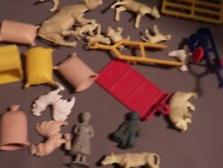 Marx Farm Lot Fa 24 Pieces Animals Figures, And Accessories