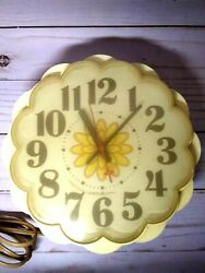 Vintage 1970's Ge General Electric 7 Flower Corded Wall Clock Smooth Ticker Usa