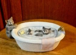 L@@k Vintage Mann Cats Playing In Tub Music Box