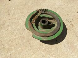 John Deere 14t Square Hay Baler- Right-side Knotter Cam Gear And Tripper Assembly