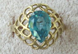 Vintage Ladies 10k Yellow Gold And 7 Ct Blue Topaz Cocktail Ring Size 8