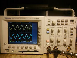733 Hours Tektronix Tds3052b 500 Mhz 5gs/s 2 Ch Oscilloscope Tds3fft Tds3trg