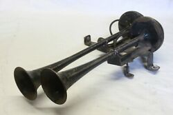 Original 1930and039s 1940and039s Car Truck Sparton Twin Trumpet Horns W/ Bracket Assembly