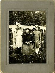 Grandma With Two Girls And Original Vintage Outdoor Photo, Womelsdorf, Pa Studio